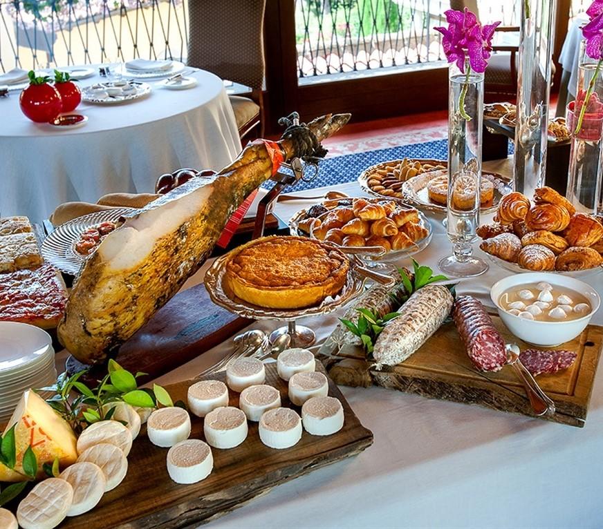 Servizi Hotel: colazione dell'Hotel Santa Rosalia